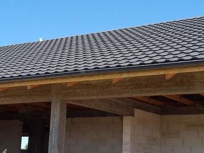pokryty czarny dach 39