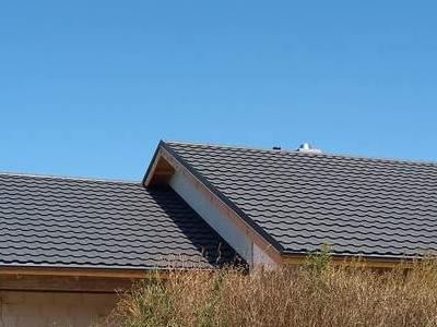 pokryty czarny dach 40