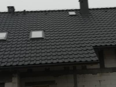 pokryty czarny dach 9