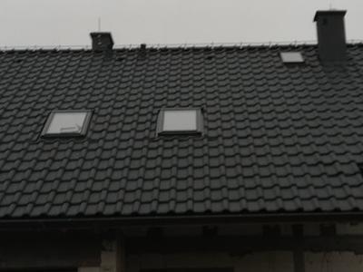pokryty czarny dach 10