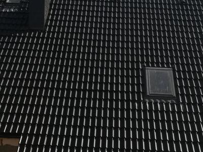 pokryty czarny dach 14