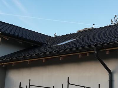 pokryty czarny dach 15