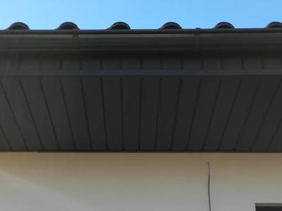 pokryty czarny dach 18