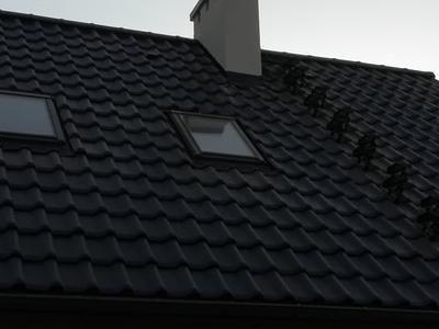 pokryty czarny dach 24