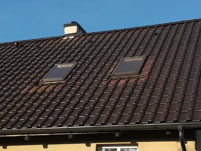 pokryty czarny dach 25