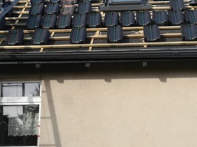 pokryty czarny dach 26