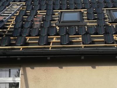 pokryty czarny dach 27