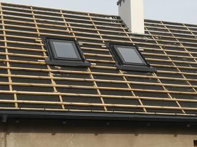pokryty czarny dach 28
