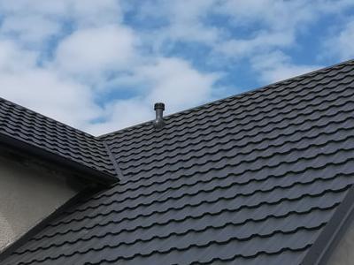 pokryty czarny dach 32