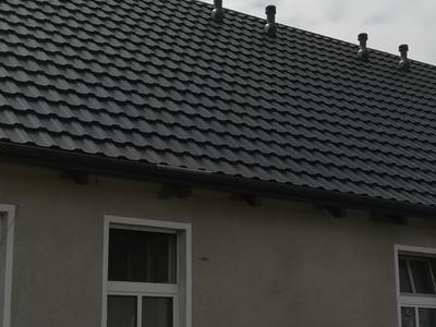 pokryty czarny dach 34