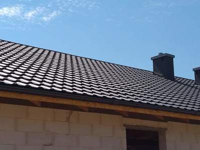 pokryty czarny dach 38