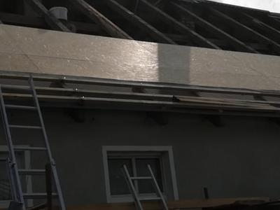 pokryty czarny dach 37